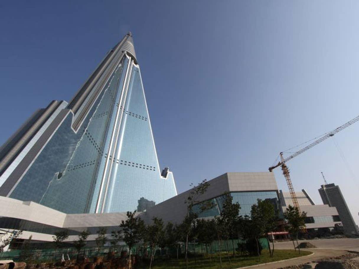 «هتل شوم» یا «هتل نفرین شده» (Hotel of Doom) در کره شمالی