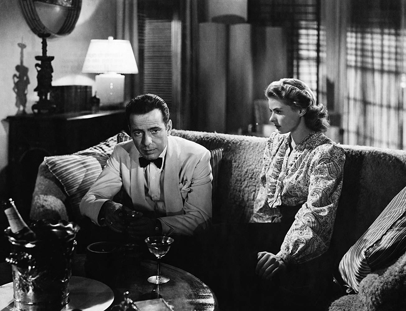 در ادامه این مطلب می خواهیم شما را با 10 فیلم سیاه و سفید کلاسیکی آشنا کنیم که تماشای آن ها برای دوستداران سینما یک ضرورت است.