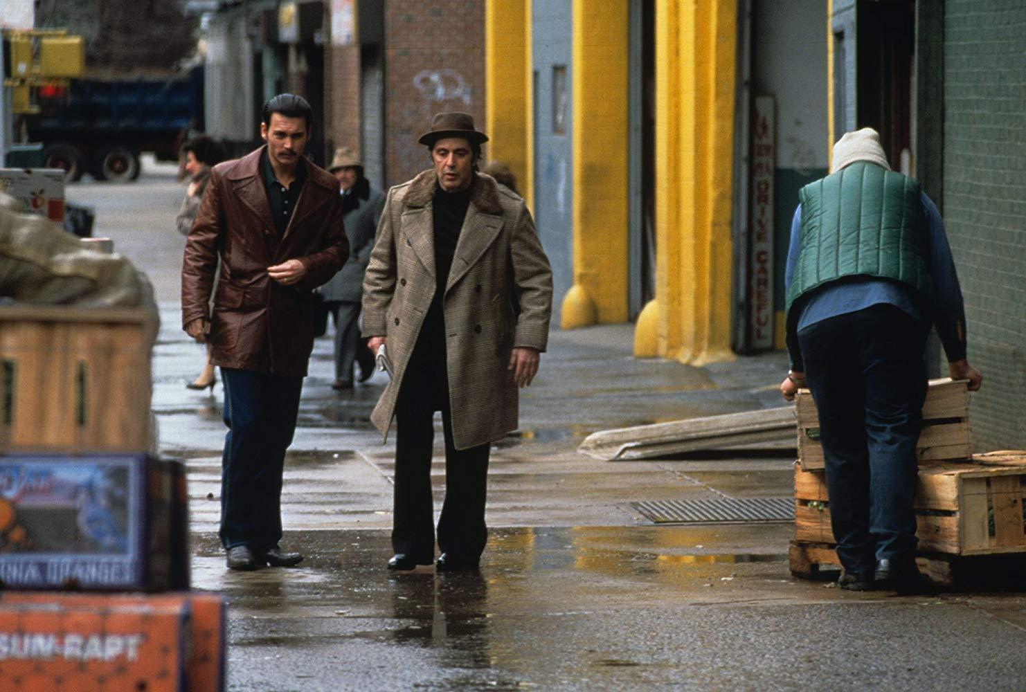 در ادامه این مطلب قصد داریم شما را با 10 عنوان از بهترین فیلم های ژانر جنایی که از بهترین ها و شاهکارهای این ژانر به شمار آمده اما بسیاری آن ها را ندیده اند آشنا کنیم.