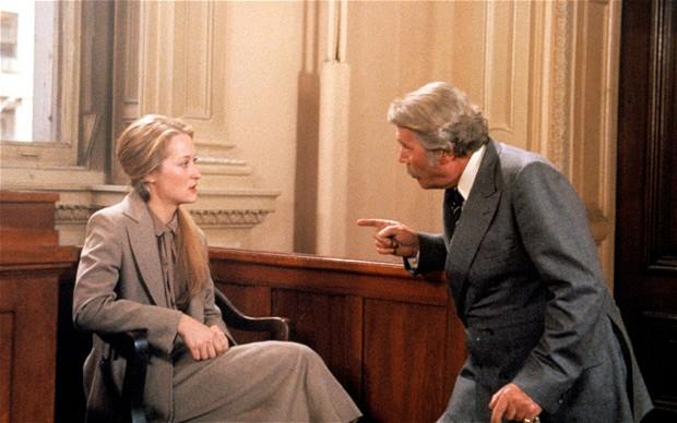 فیلم «داستان ازدواج» (Marriage Story) به کارگردانی نوآ بامباک و با بازی آدام درایور و اسکارلت جوهانسون، فیلمی است که طلاق یک زن و شوهر را به تصویر می کشد.