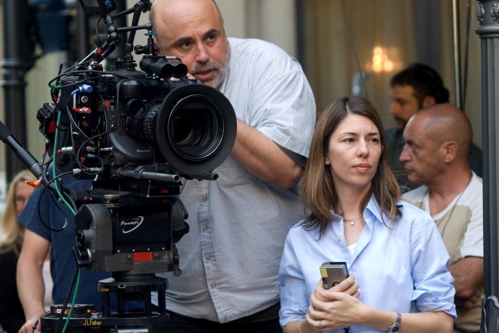در این میان بودهاند بازیگران بزرگی که پس از مدت ها کسب تجربه به عنوان بازیگر، توانستهاند در پشت دوربین و در مقام کارگردان نیز برای خود نامی دست و پا کنند.