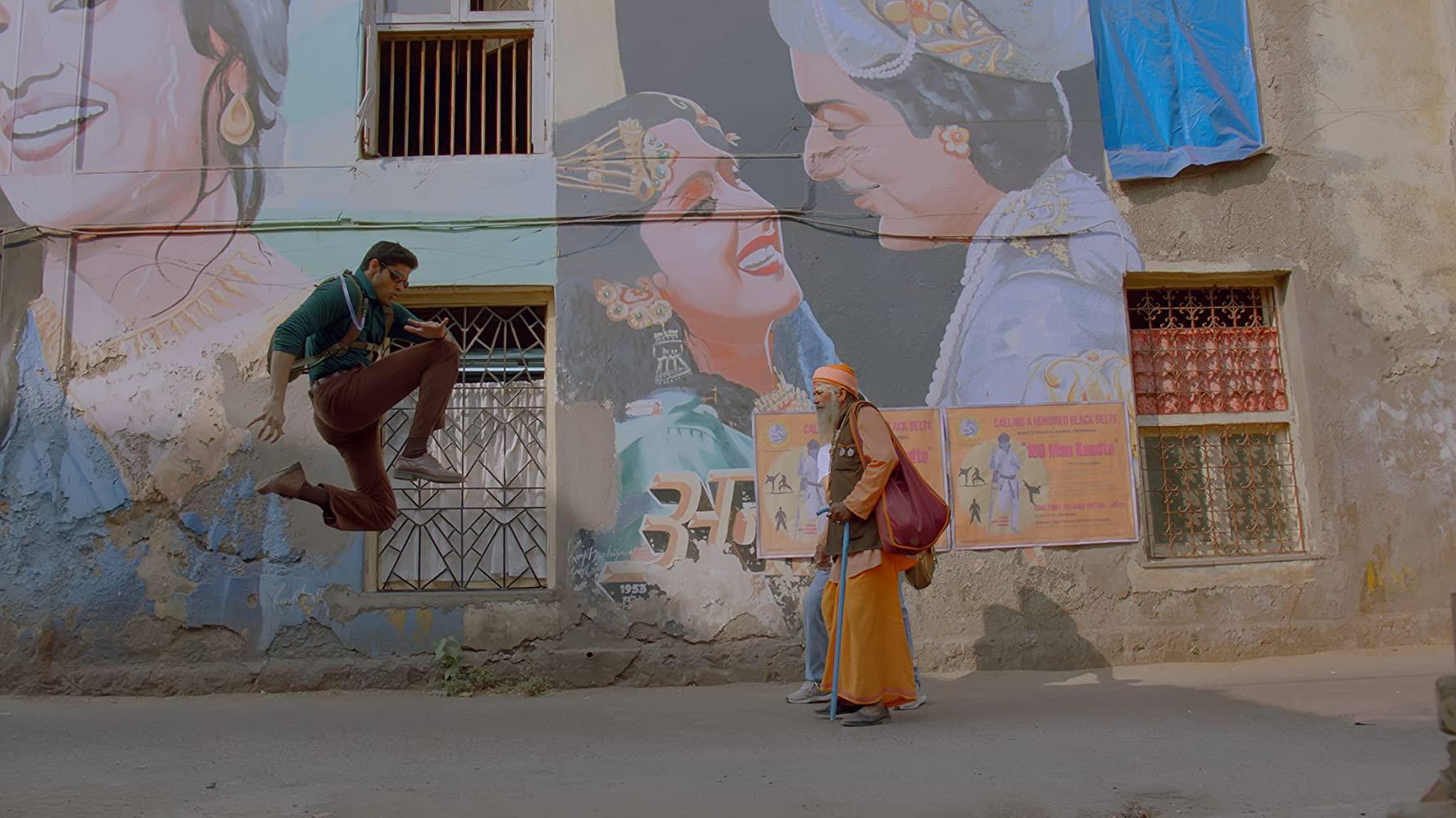 در یک سال گذشته، اسلام هراسی و حمایت از دولت نارندا مودی از تم های اصلی سینمای بالیوود بوده است در حالی که همچنان کیفیت و عمق محدودی در تولیدات سینمایی دیده می شد.